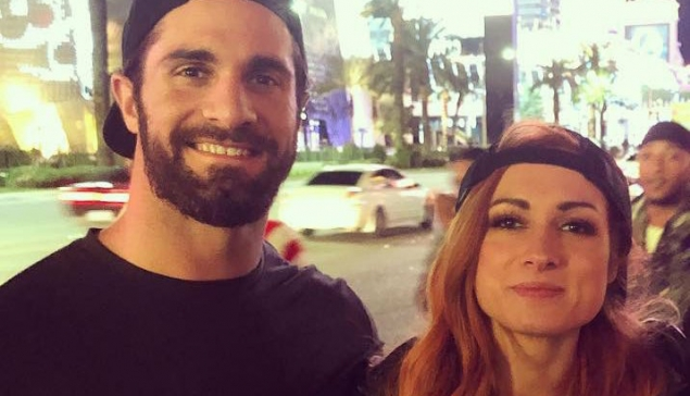 Seth Rollins officialise sa relation avec Becky Lynch